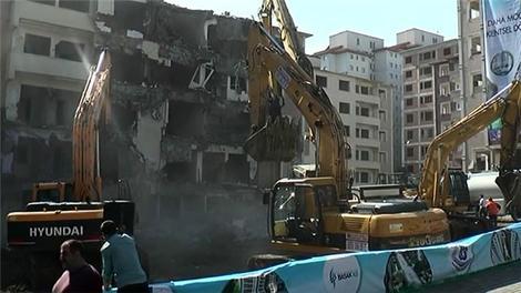 Pınarkent Sitesi'nin 6 bloğu yıkıldı!
