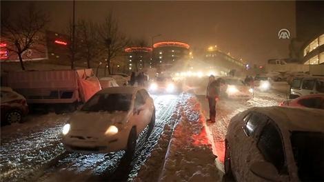 İstanbul'un kar güzelliği, kışın zor şartlarını unutturuyor!
