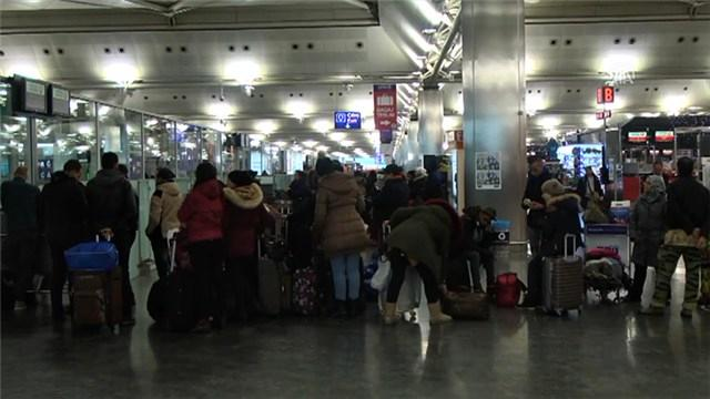 Atatürk Havalimanı'nda kar birçok seferi iptal ettirdi!