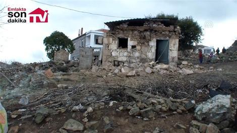 Ayvacık ilçesindeki depremde zarar gören evler