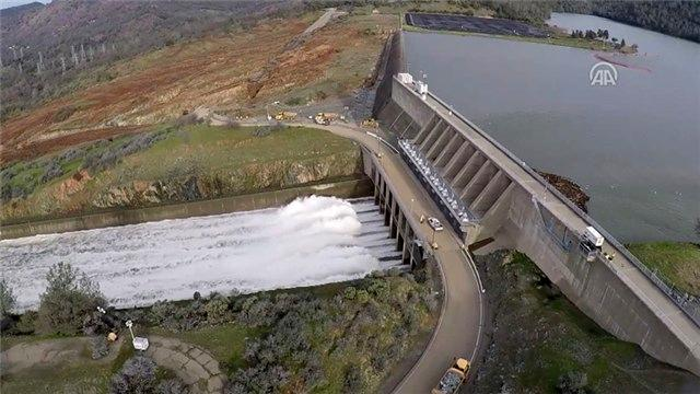 ABD'deki Oroville Barajı'nı havadan görüntüledi
