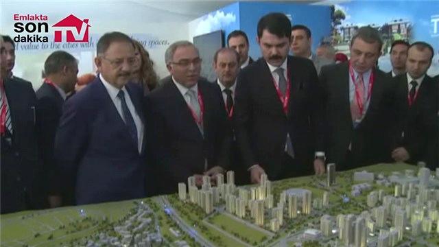 Bakan Mehmet Özhaseki MIPIM'de standları ziyaret etti