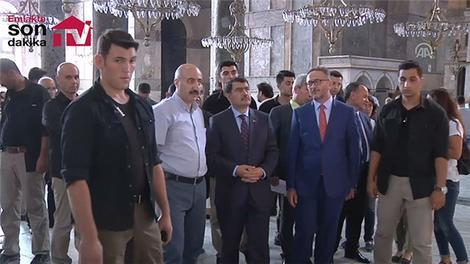 Vasip Şahin, Ayasofya ve Topkapı Sarayı'nda incelemelerde bulundu.