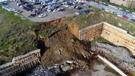 Ataşehir'de toprak kayması yaşandı!