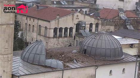 Roketli saldırı sonucu zarar gören üç asırlık Çalık Camisi
