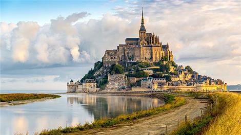 Müthiş bir kale köy; Mont Saint-Michel