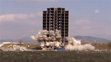 Bu binayı 300 kiloluk dinamit bile yıkamadı