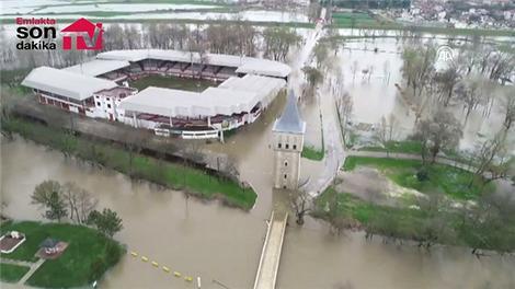 Edirne'de nehir taştı!