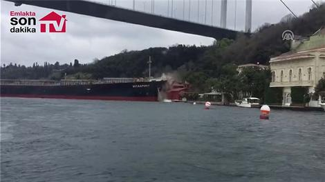 İstanbul Boğazı'nda geminin yalıya çarpma anı!