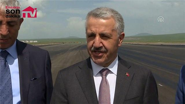 Bakan Arslan, Kars Harakani Havalimanı'ndaki çalışmaları yerinde inceledi