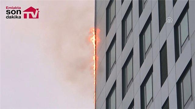 Sarıyer'de 32 katlı binada yangın