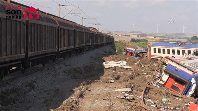 Tren kazasının yaşandığı hatta seferlere başlandı