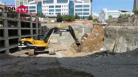 Ümraniye'de inşaatın perde duvarı çöktü