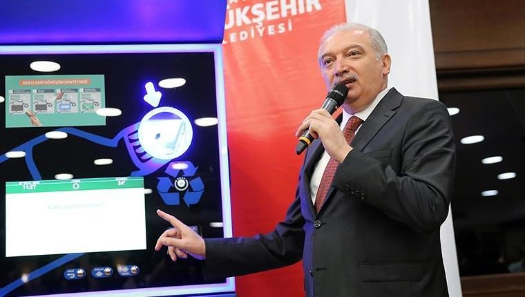 Başkan Uysal otomatik geri dönüşüm makinasını tanıttı