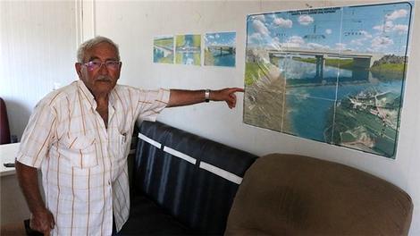 """84 yaşındaki """"Köprücü Amca"""" 750'den fazla köprü inşa etmiş"""