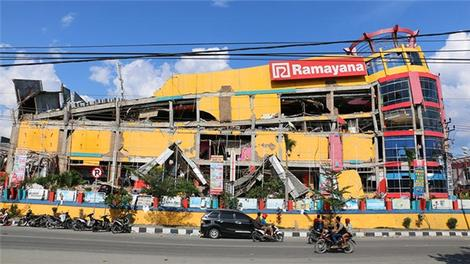 Endonezya depreminin verdiği hasar görüntülendi