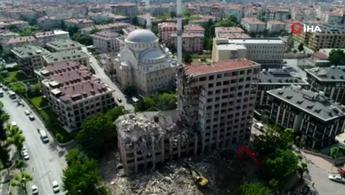 Bahçelievler'de yıkılan 11 katlı binanın enkazı havadan görüntülendi
