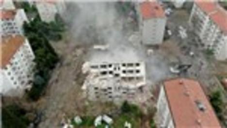 Zeytinburnu'nda askeri lojmanların yıkımı devam ediyor