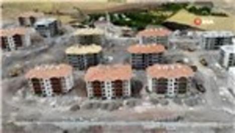 Elazığ'da hem yıkımlar hem de yapımlar hızla sürüyor