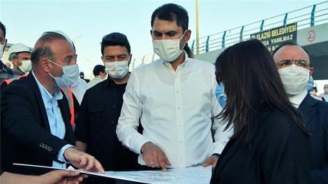 Bakan Kurum, 10 gün sonra hak sahiplerine verilecek konutları inceledi