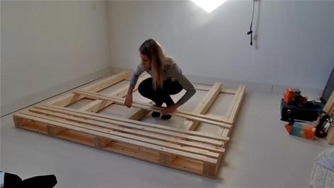 Ahşap paletlerden yatak nasıl yapılır?