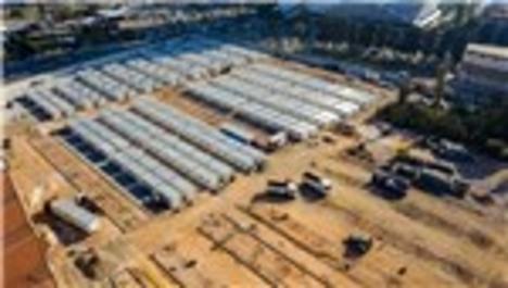 İzmir'de geçici barınma merkezinde konteyner kurulumu devam ediyor