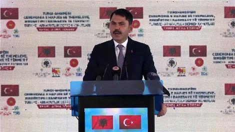 Bakan Kurum, Arnavutluk'ta deprem konutu temel atma töreninde konuştu