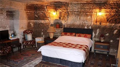 Bolu'daki kaya evler salgın döneminde tarihle iç içe tatil imkanı sunuyor