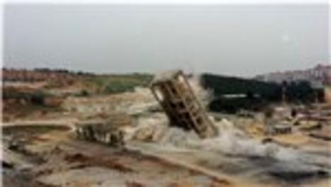 65 metre yüksekliğindeki silo saniyeler içinde enkaza döndü